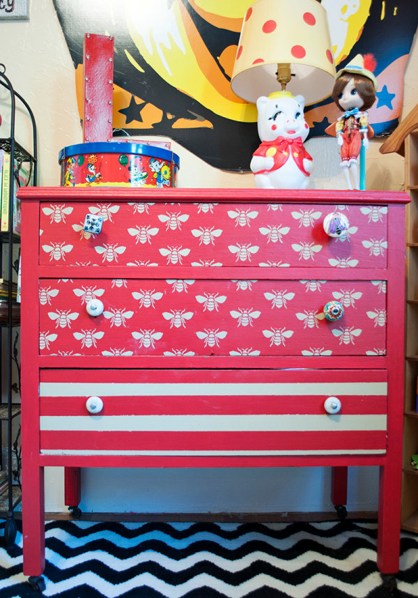 Vintage and modern details in a carnival-themed nursery