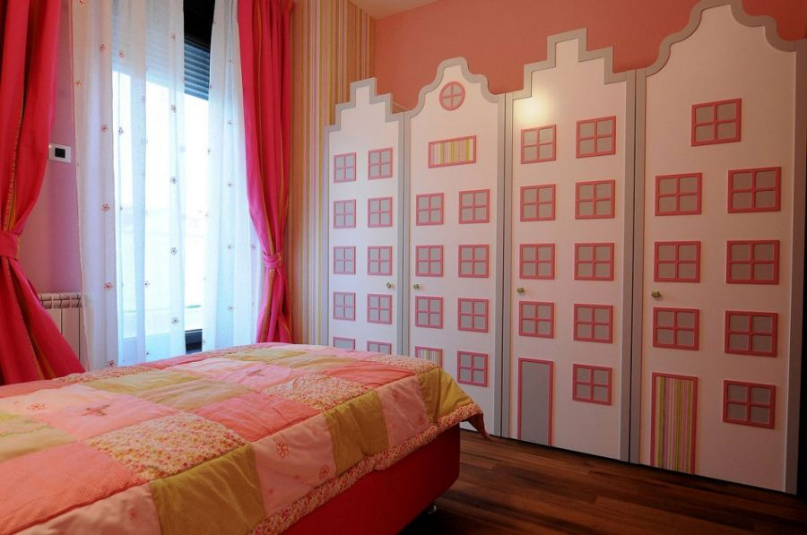 Warbrobe doors in kids' bedroom designed like playhouse