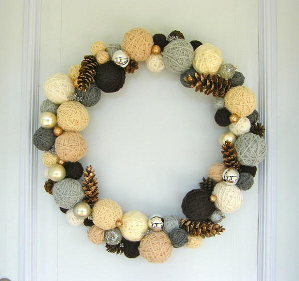 Yarn ball wreath with pine cones