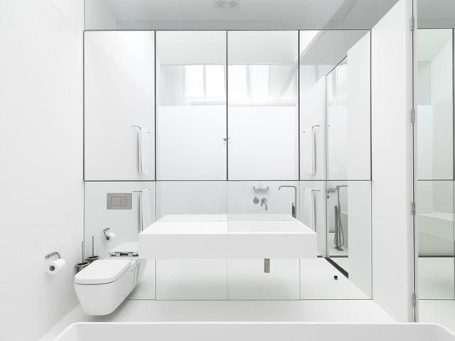 bathroom mirror wall gives feeling of space