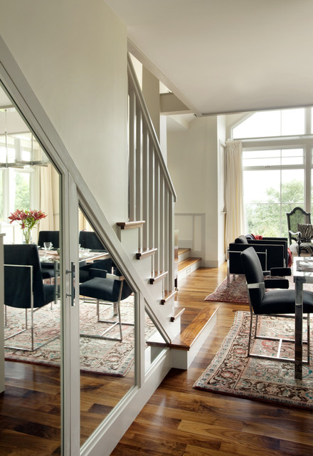 stairs mirror to enlarge room