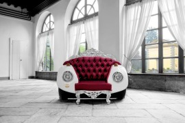 Glamour Beetle Armchair: Unconventional Style meets Bold Baroque!