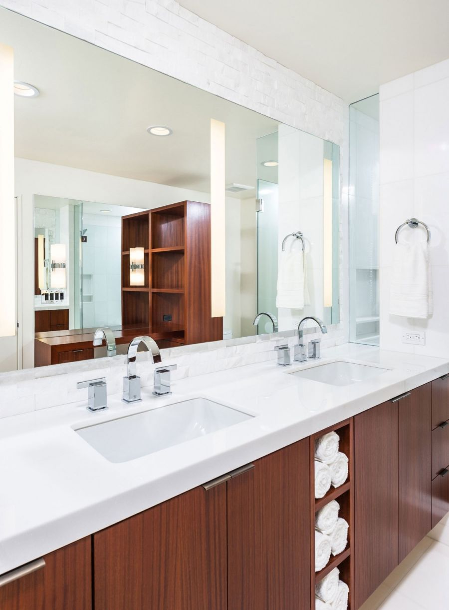 Bathroom with modern vanity