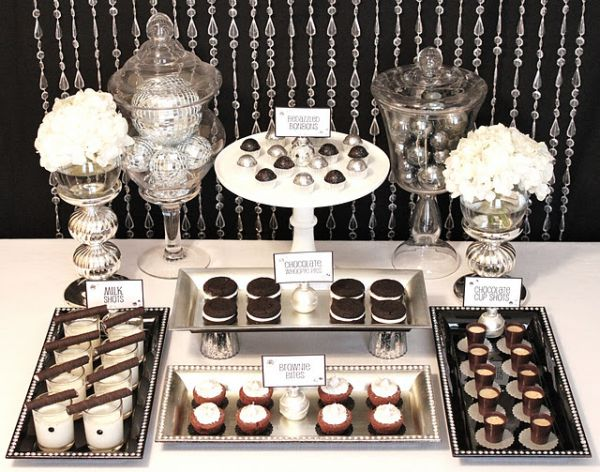 Black and white sweet arrangments