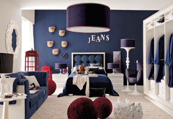 Blue and white is a popular color combination for the boys' bedroom