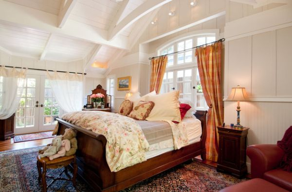 Classic bedroom with a beautiful ceiling and a fabulous sleigh bed