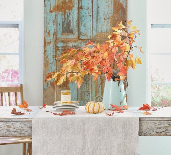 Colorful autumn table setting