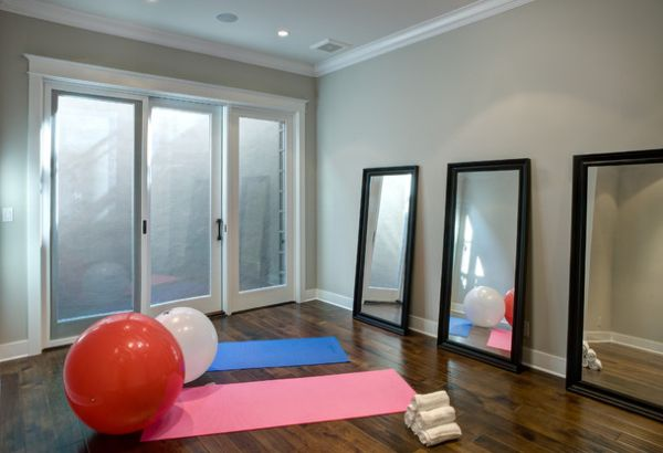 Cool home gym in grey with deftly placed mirrors