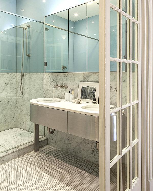Crisp, refreshing bathroom details