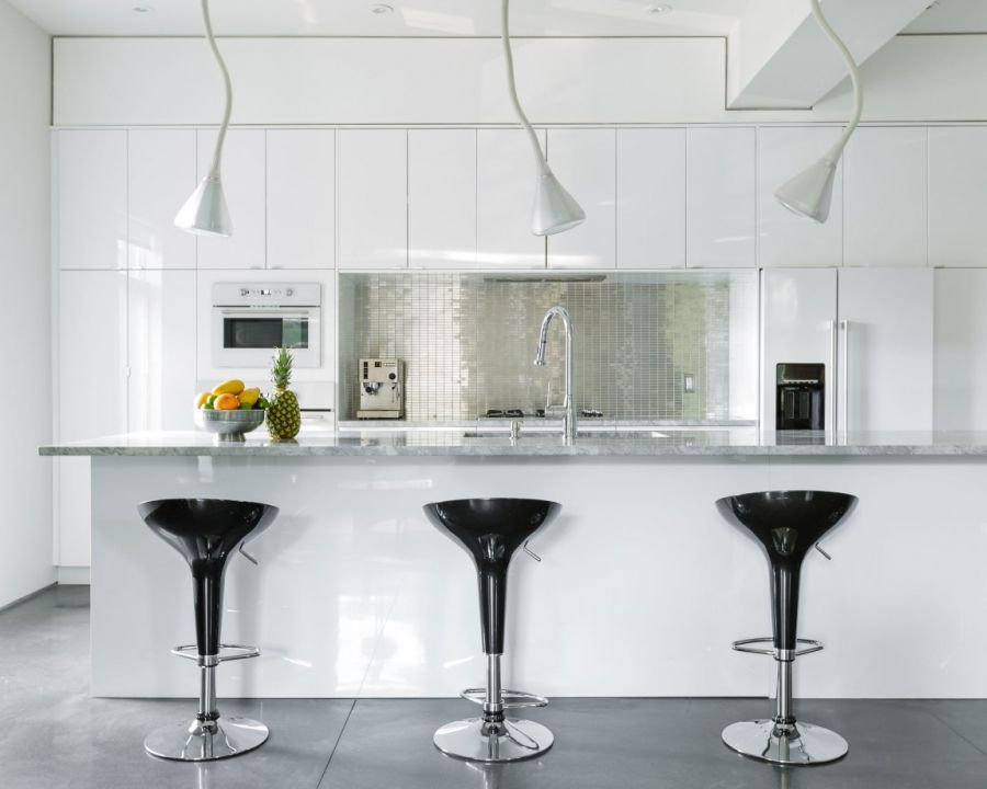 Dark kitchen bar stools add visual contrast to the light kitchen
