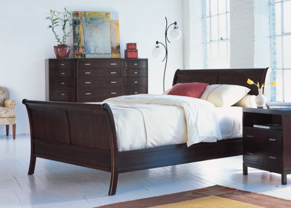 Decor in matching wood grain accentuates the look of the sleigh bed