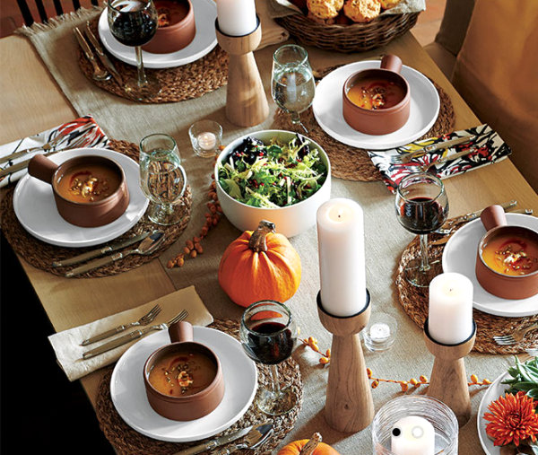 Earthy modern Thanksgiving table