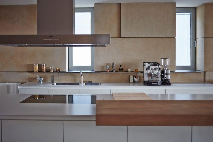 Ergonomic kitchen in white