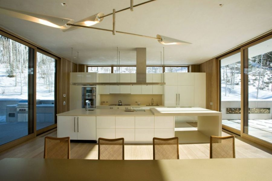 Ergonomic modern kitchen in white
