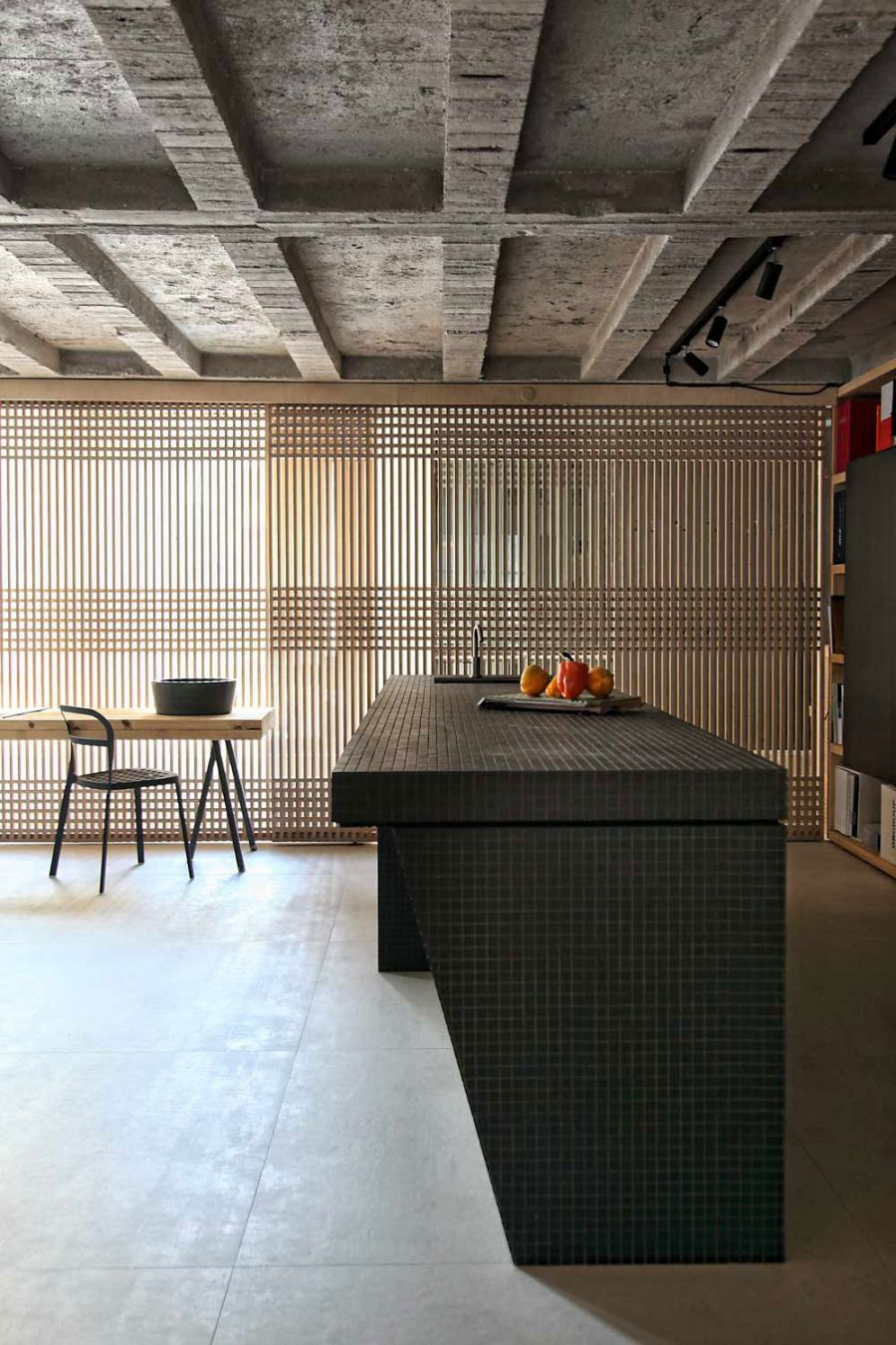 Exposed conceret ceiling offers the industrial look