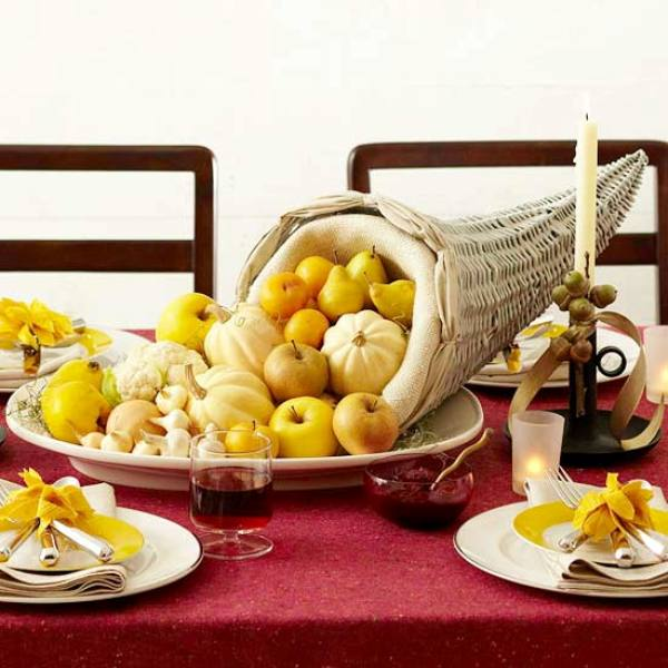 Gorgeous Thanksgiving table decorations with fresh fruits and pumpkin