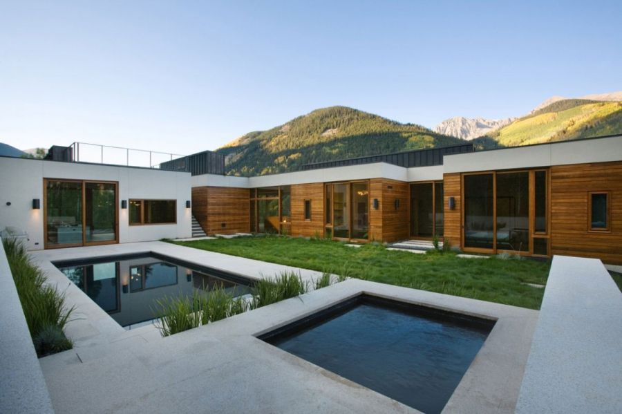 Inner courtyard at the Aspen House