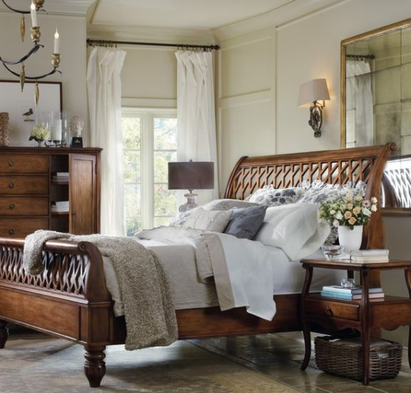 Intricate design of the amazing lattice sleigh bed