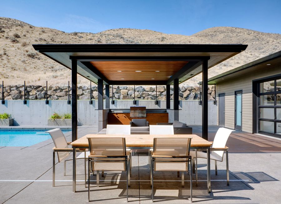 Luxrious modern patio with mountain views