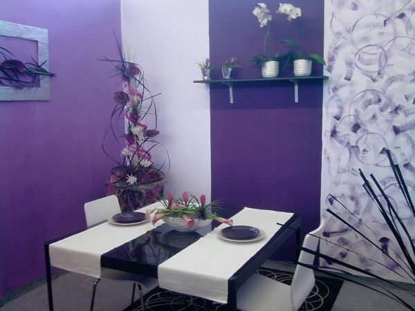 Modern and minimalist Thanksgiving decorating idea draped in purple