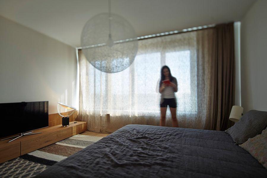 Modern semi-minimal bedroom