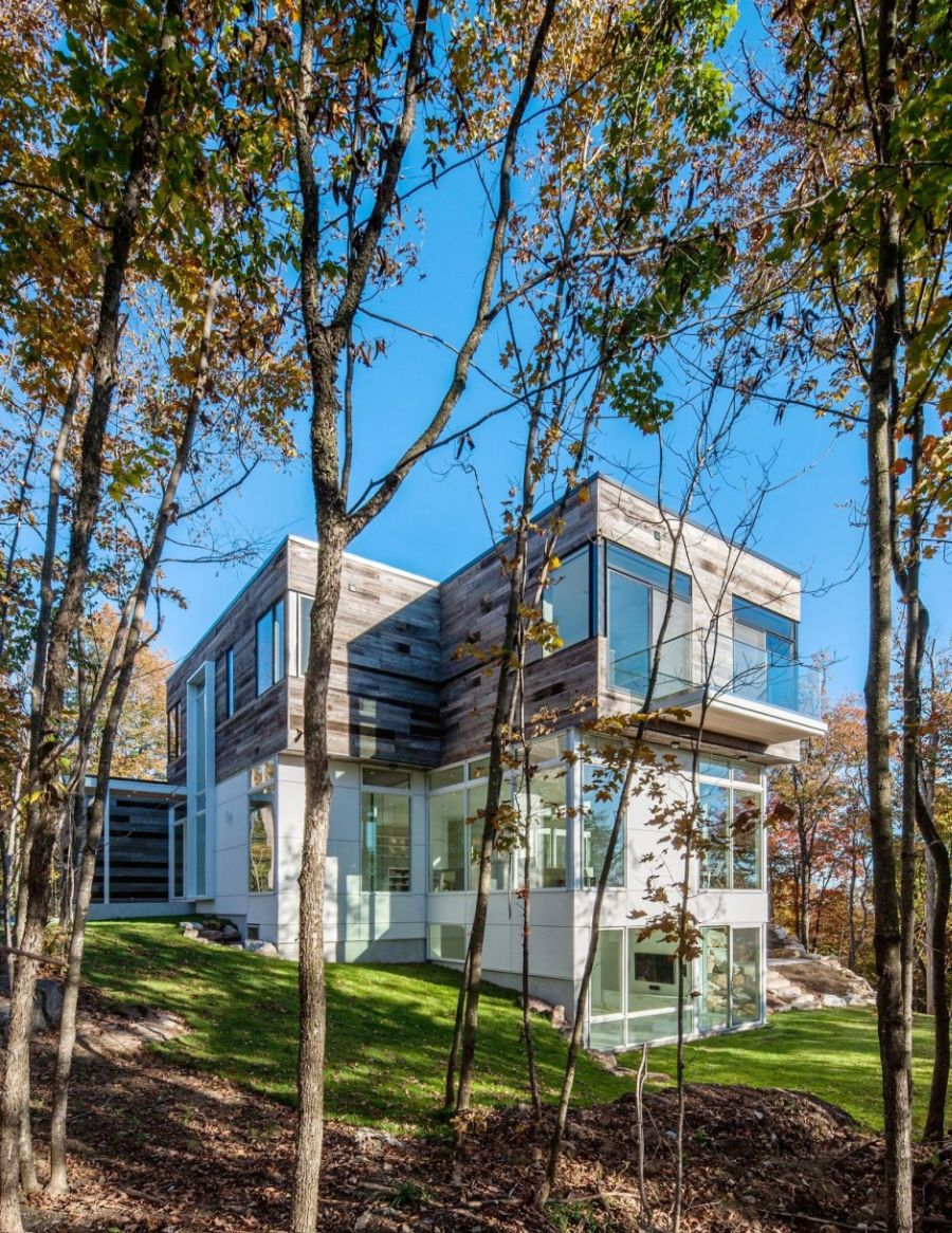 Multi-level Gatineau Hills Residence in Ottawa