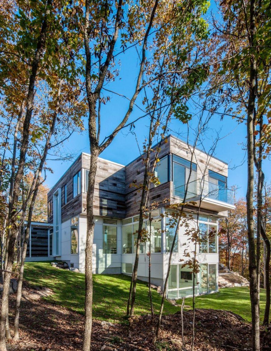 Multi-level Gatineau Hills Residence in Ottawa