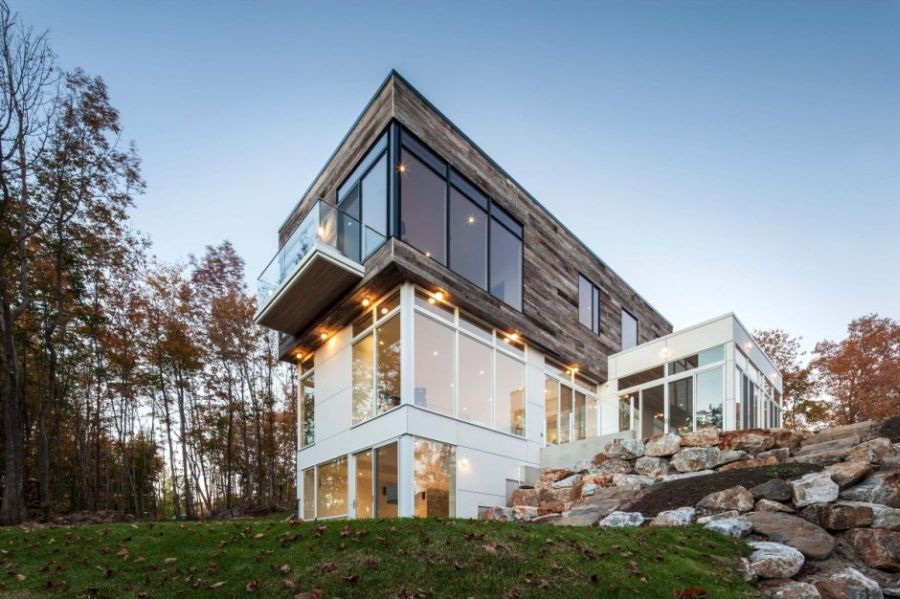 Exquisite ottawa residence blends rustic serenity with for Modern house design ottawa