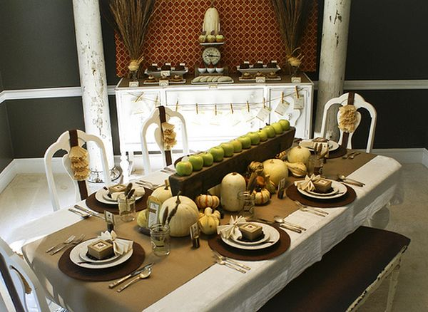 Seasonal decor on the table spread out beuatifully 30 Natural Thanksgiving Decor Ideas