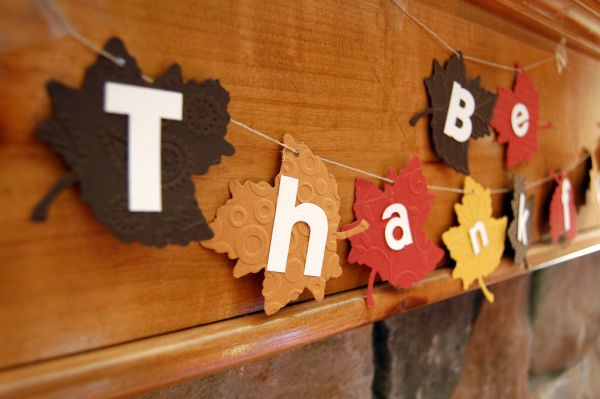 Stylish Thanksgiving leaf garland inspired by fall shapes