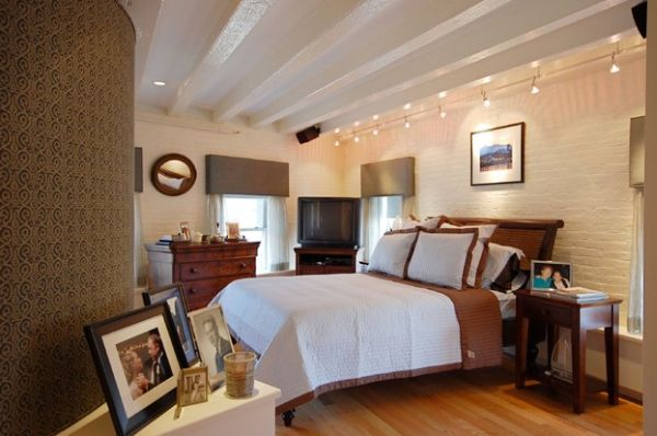 Stylish track lighting in the bedroom