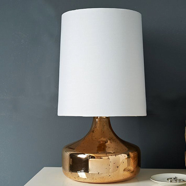 Table lamp with a rose gold finish
