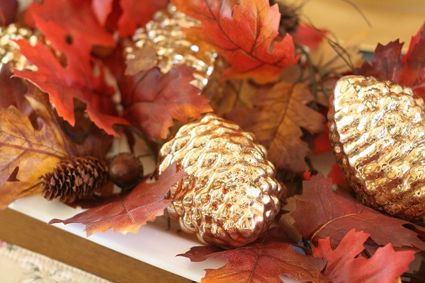 Thanksgiving centerpiece with gold pine cones