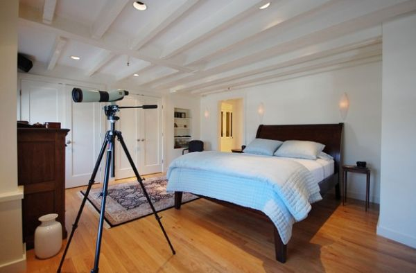 The sleigh bed is perfectly at home even in a trendy bachelor pad