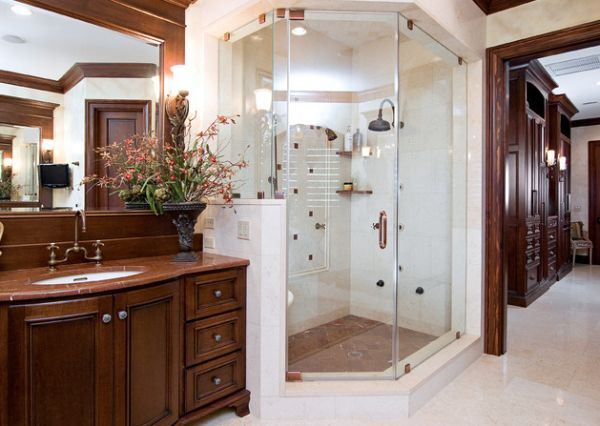Traditional master bath with a steam shower