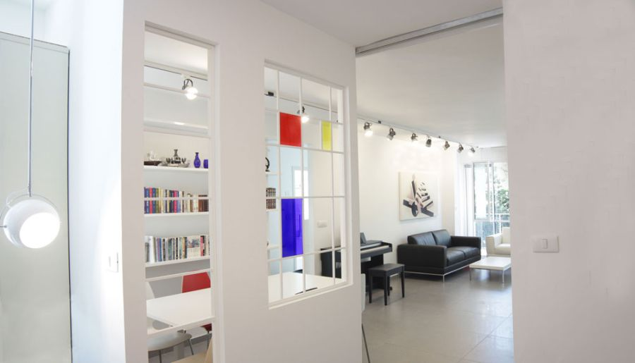 Window that displays internal rythms in music Ingenious Apartment Showcases A Symphony Of Architecture And Music!