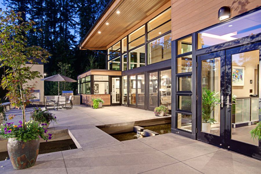 large glass windows connect the indoors with the landscape