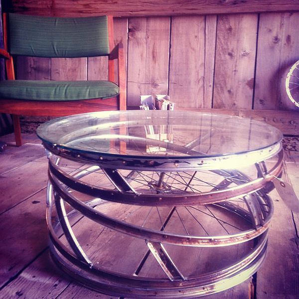 recyle bike wheels into coffee table