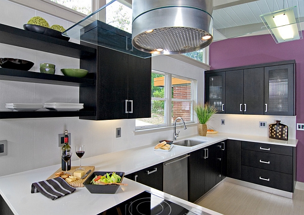 A hint of Radiant Orchid for your stylish kitchen