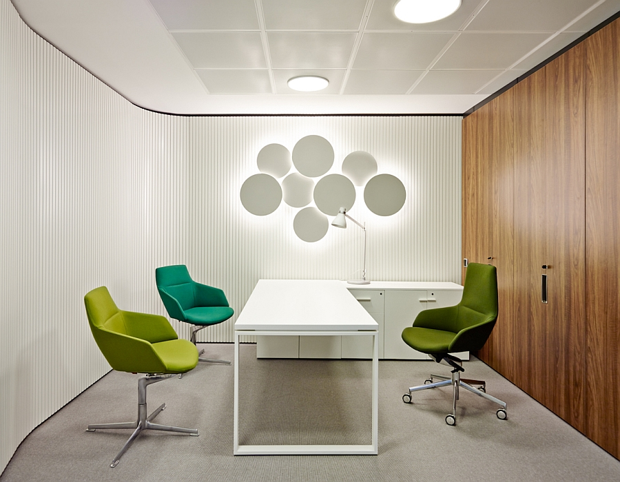 Bright and rich office furnishings in green and blue