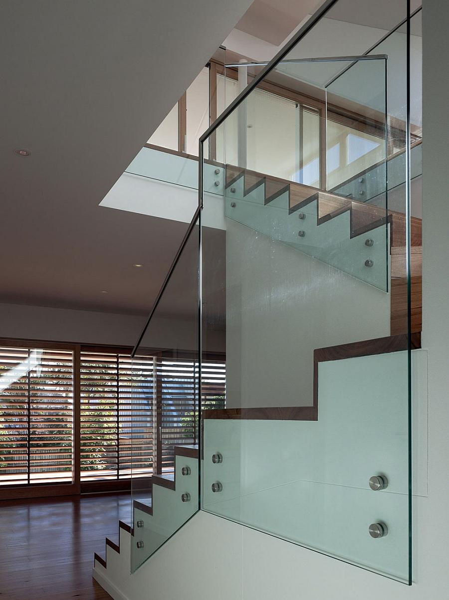 Brilliant stiarcase design with glass railing