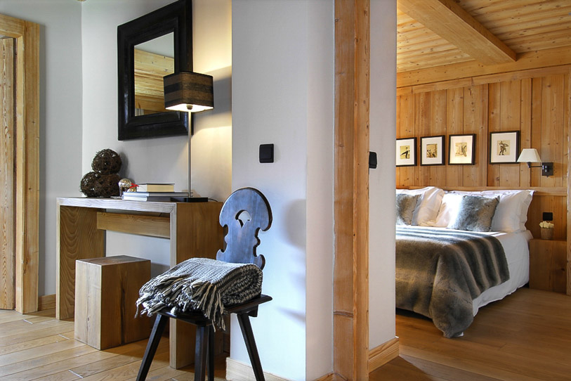 Chalet Emma bedrooms draped in wood