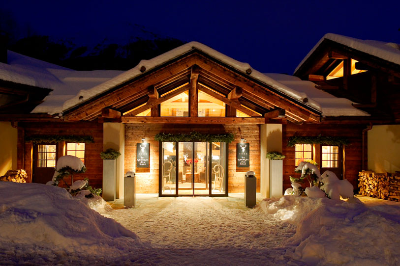 Challet Emma Entranceway Dream Vacation: French Alps Chalet Emma For A Luxurious Cozy Winter
