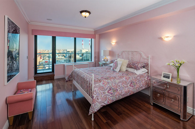 Chic bedroom in pink