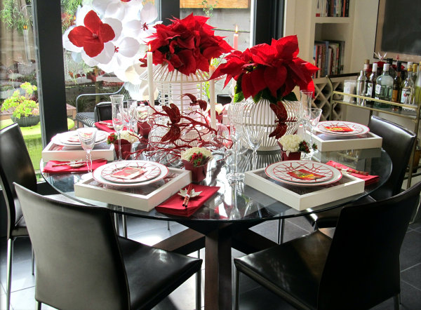 Chinoiserie style Christmas table 10 Unforgettable Holiday Table Settings