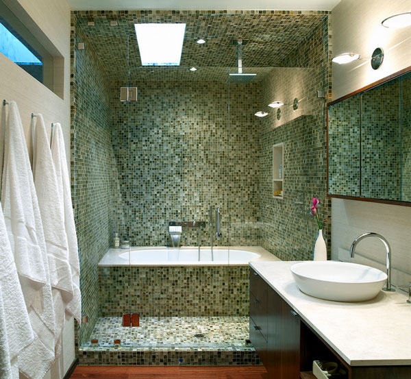 Unique bathtub and shower combo designs for modern homes for Salle de bain mosaique