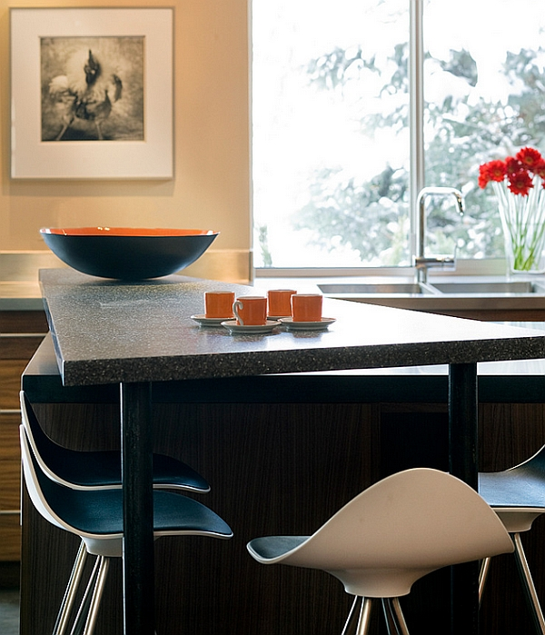 Closer look at the curvy Onda stool