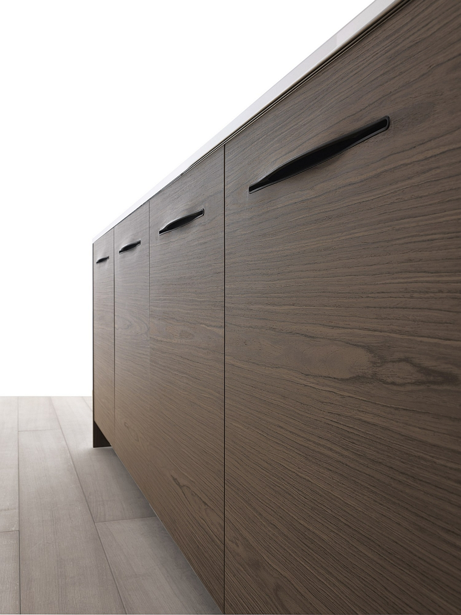 Closer look at the handle-less kitchen cabinets