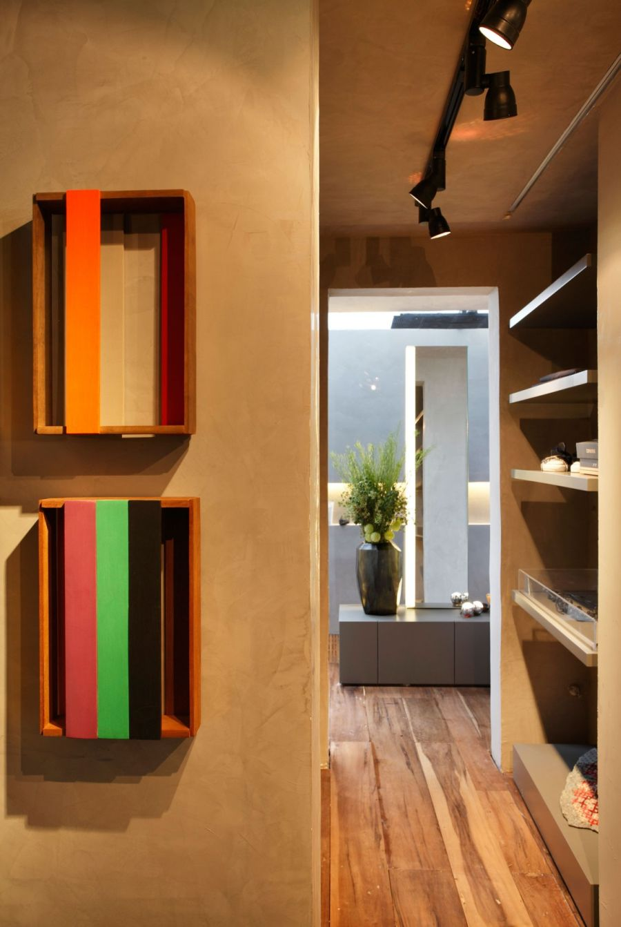 Art-Filled Bachelor Pad With Cool Design on Creative Wall  id=49289