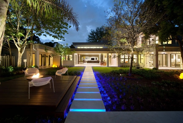 Contemporary outdoor lighting idea
